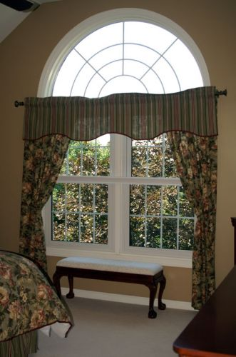 Twin-Double-hung-interior-w-circle-top