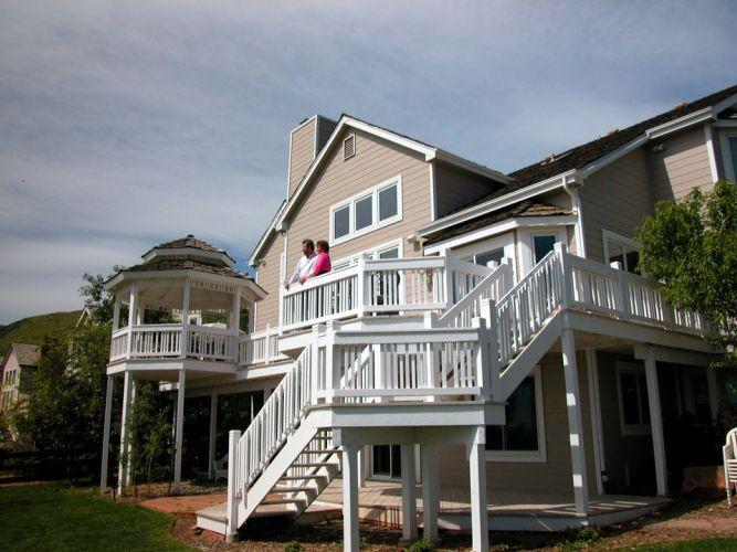 whole-house-Couple-on-Balcony-WIDE